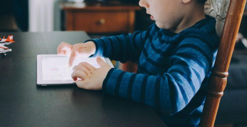 Cara Agar Anak Tidak Kecanduan Handphone