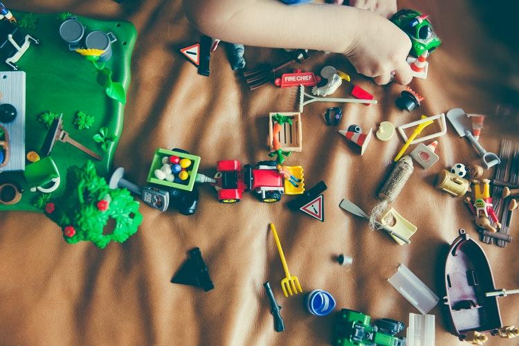 Membuat Kerajinan Bersama Anak